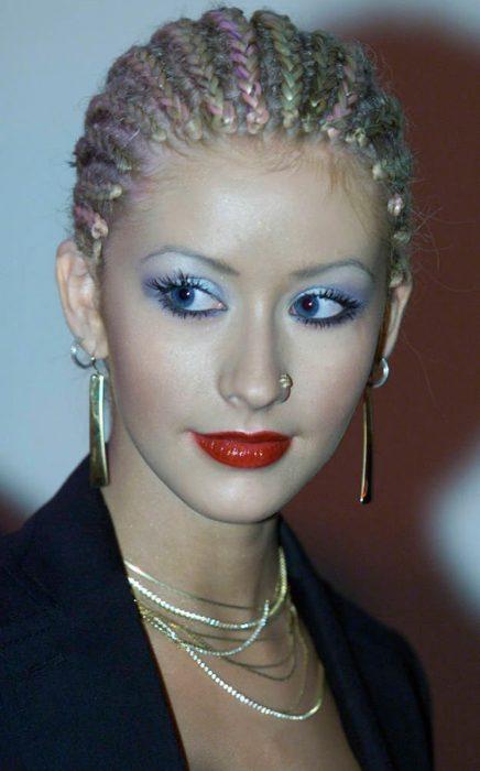 chica con cabello trenzado