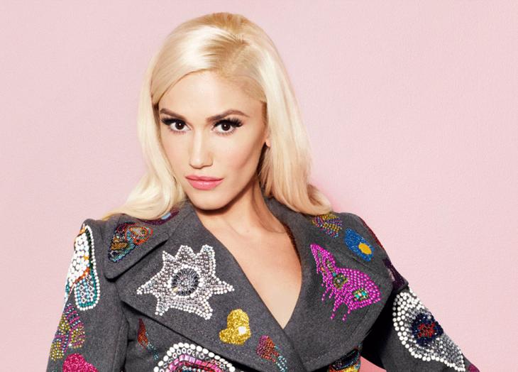 Gwen Stefany usando una peluca rubia