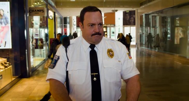 hombre vestido de policia