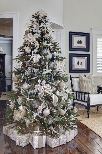 árbol de navidad con decoración de playa