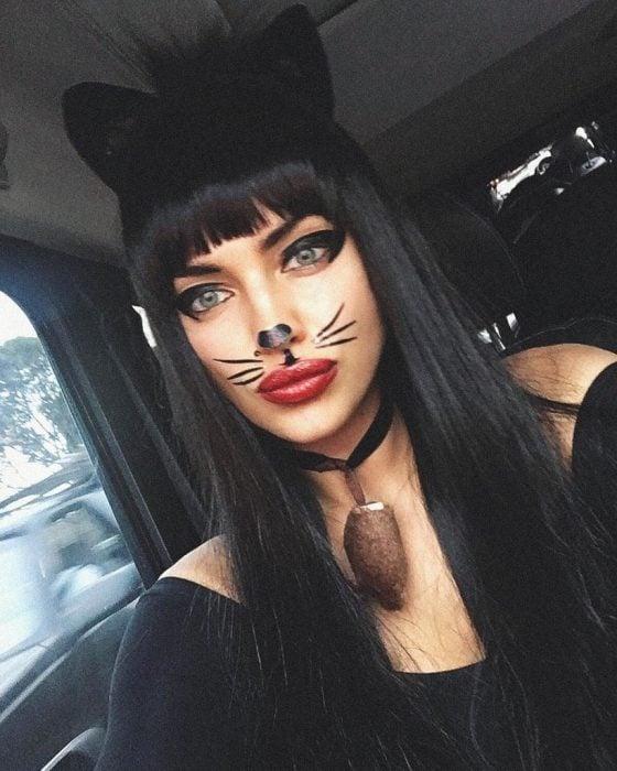 Irina Shayk un gato