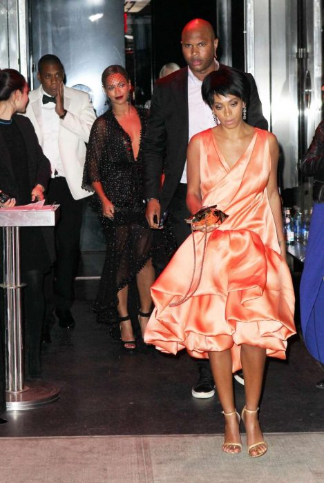 Solange knowles, Jay Z y Beyonce saliendo de un elevador después de una pelea