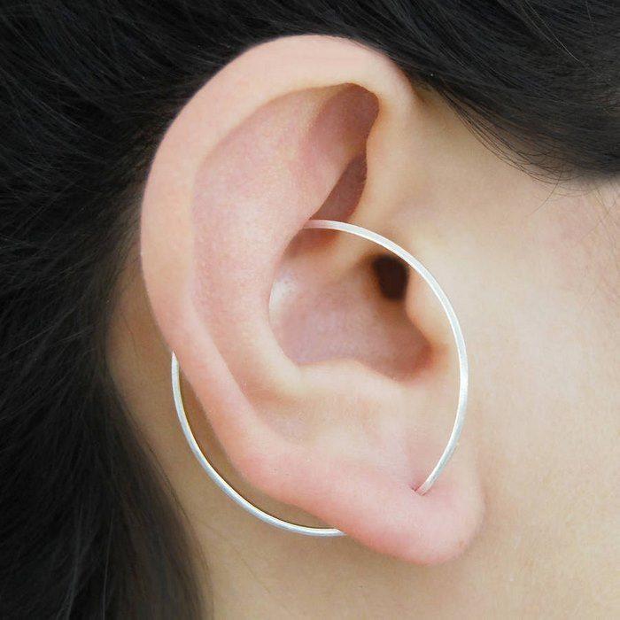 argolla en medio del oido