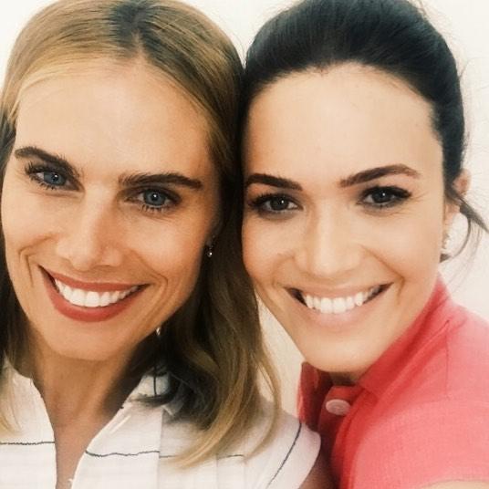 chicas sonriendo en una selfie