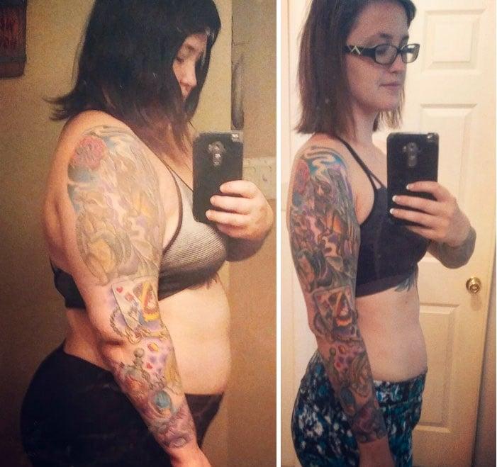 chica con tatuajes frente al espejo
