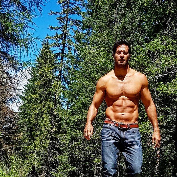 chico en el bosque