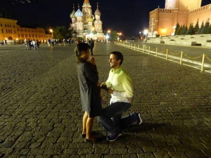 Pareja tomándose una foto en Rusia