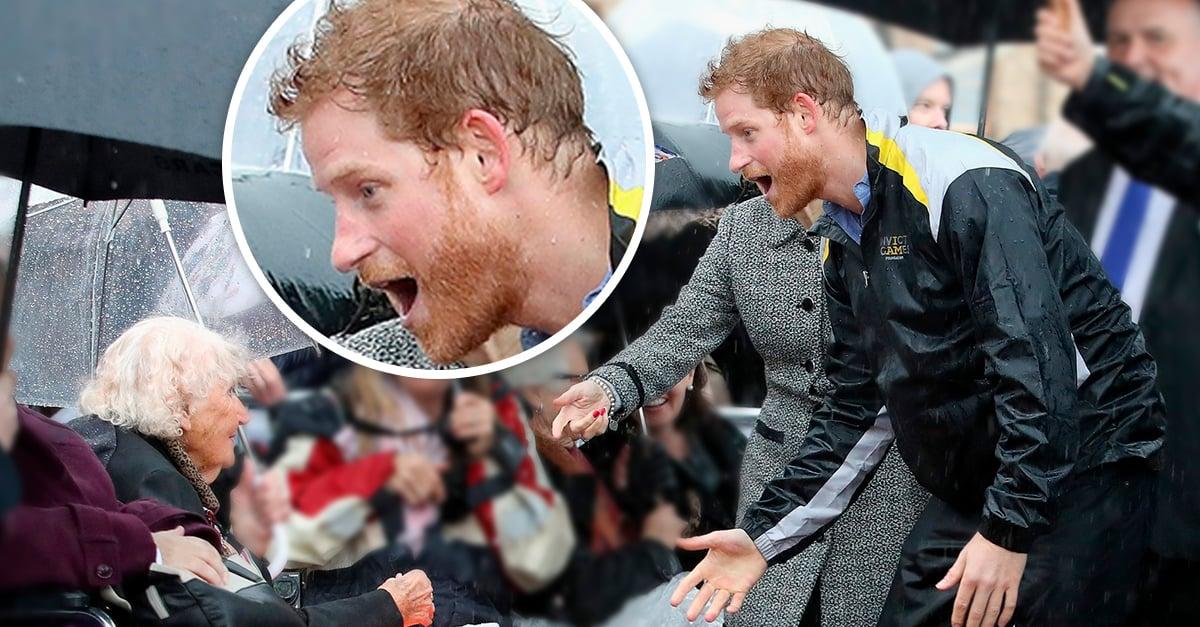 El príncipe Harry nos robó el corazón con su gesto, recordó a una anciana y se acercó para besarla y abrazarla