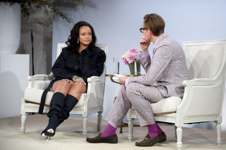 Rihanna siendo entrevistada para vogue