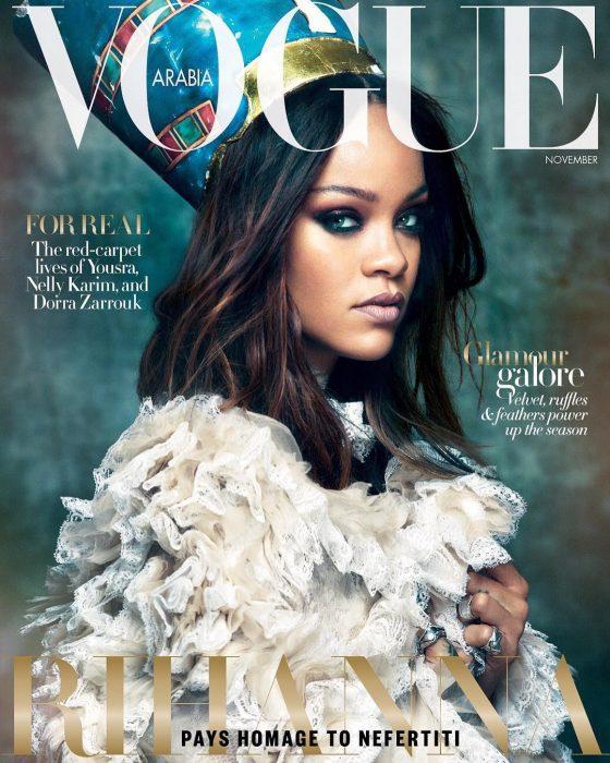 Rihanna apareciendo en la portada de la revista Vogue de Arabia