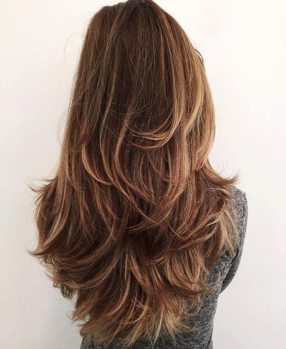 chica de espaldas mostrando su cabello