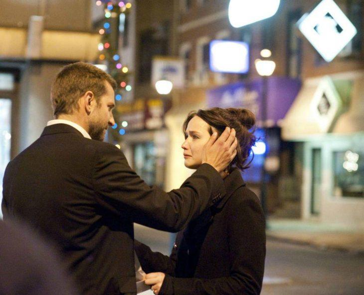 pareja de novios en la calle