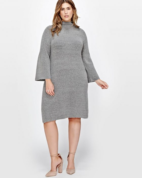 Chica Plus size usando un vestido gris
