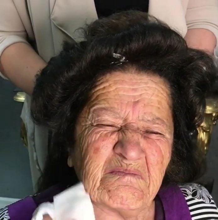 abuela makeover gesto
