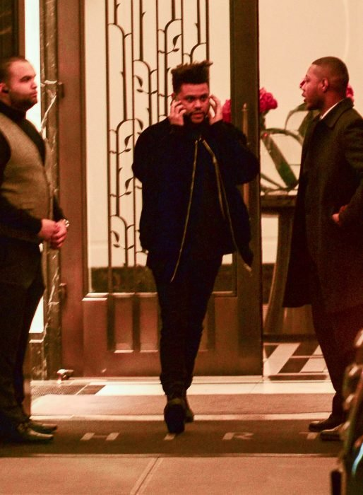 the weeknd saliendo del departamento de bella