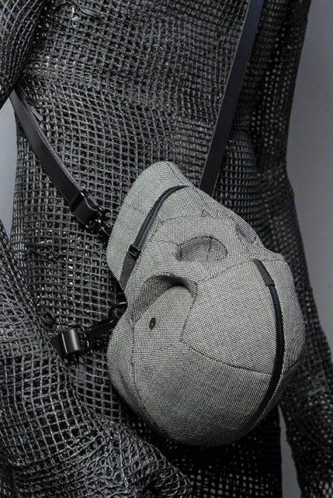 mochila en forma de craneo