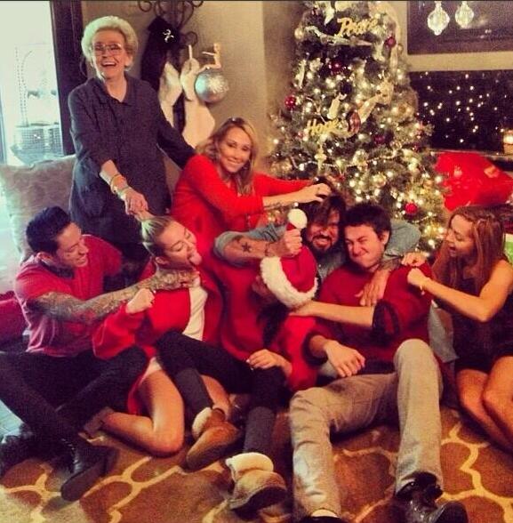 familia festejando Navidad
