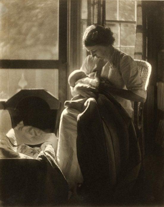 mujeres victorianas amamantando
