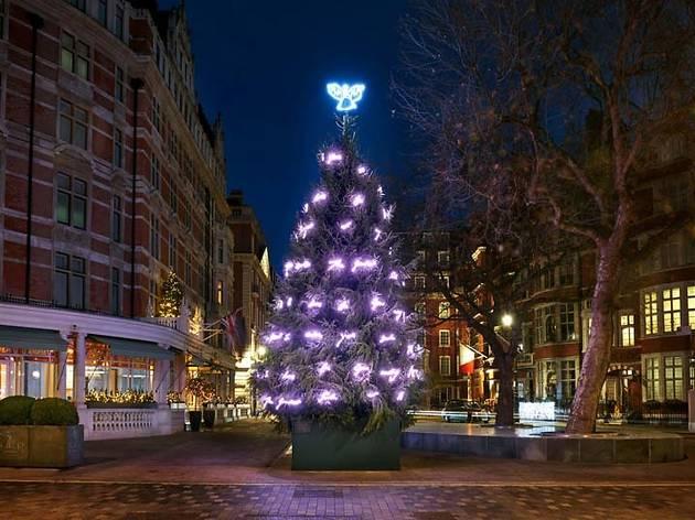 árboles de navidad creados por diseñadores de moda famosos