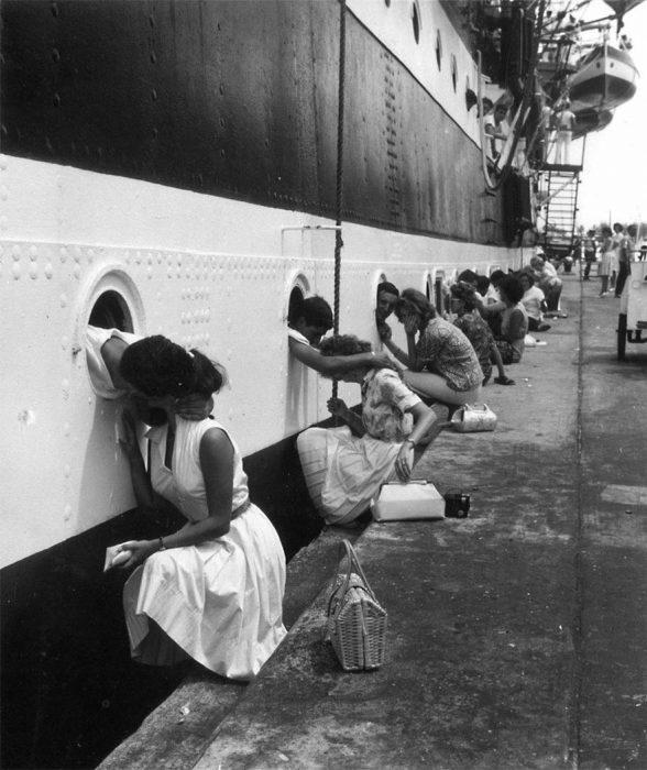 Soldados americanos despidiéndose de sus novias, 1963