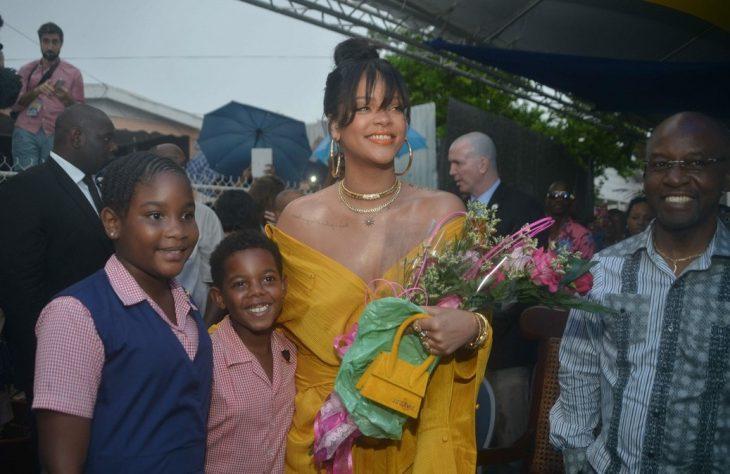Rihanna evento calle con su nombre