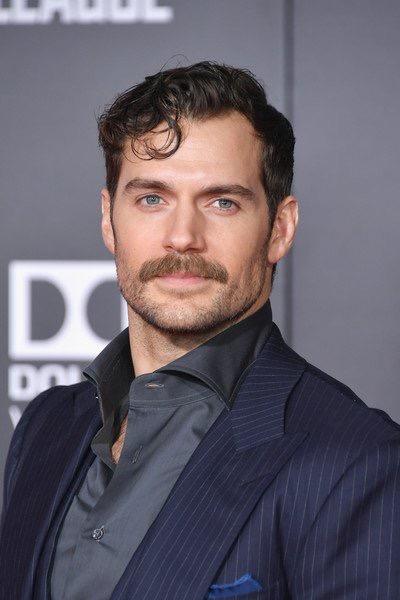 Henry Cavill y su bigote sexi