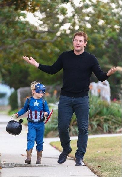 padre e hijo paseando