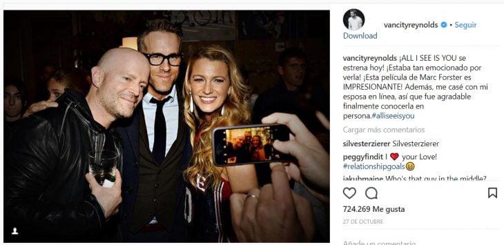 Ryan Reynols comentando el estreno de la nueva película de su esposa
