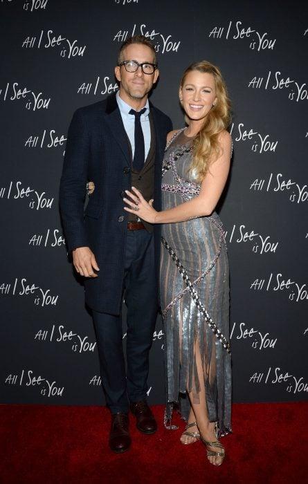 Blake Lively y Ryan Reynolds en la alfombra roja de all i see is you