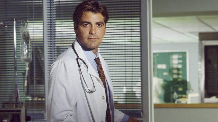 hombre vestido de doctor