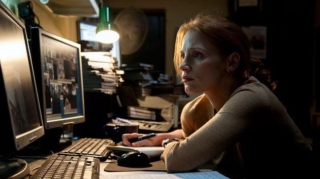 chica frente a la computadora