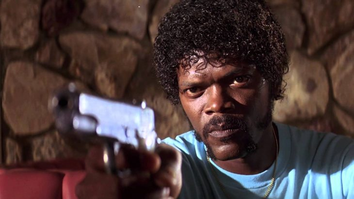 hombre con cabello afro