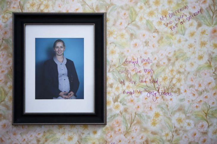 Chica que creó un muro para que mujeres compartan las experiencias de ser juzgadas