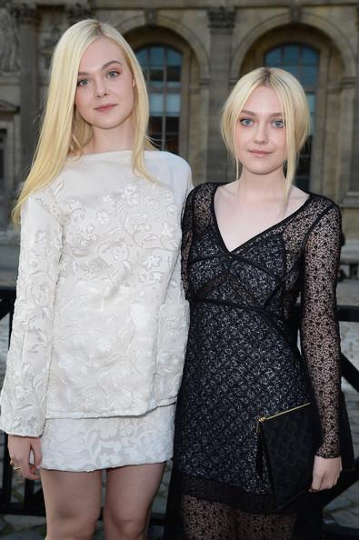 chicas vestidas de gala