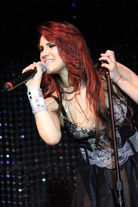 Dulce María en una gira con RBD en Europa
