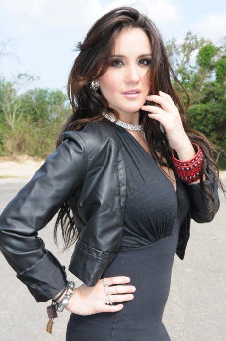 Dulce Maria en el 2012 con un cambio de look