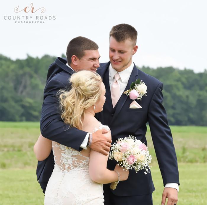 amigos en una boda