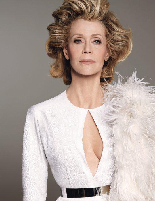 mujer con vestido elegante