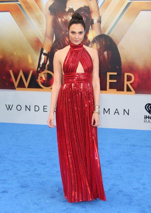 Gal Gadot vestido rojo wonder woman premiere