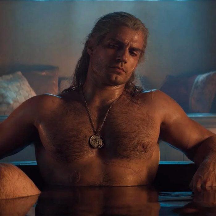 Henry Cavill The Witcher en la bañera