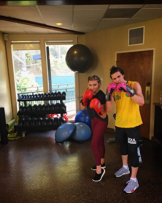 novios entrenando box