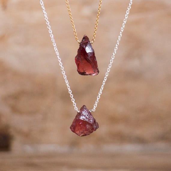 collar con piedras preciosas
