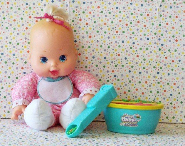 muñeca come papillas