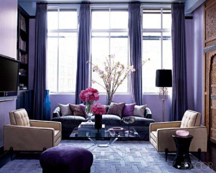 Habitación pintada de color ultravioleta