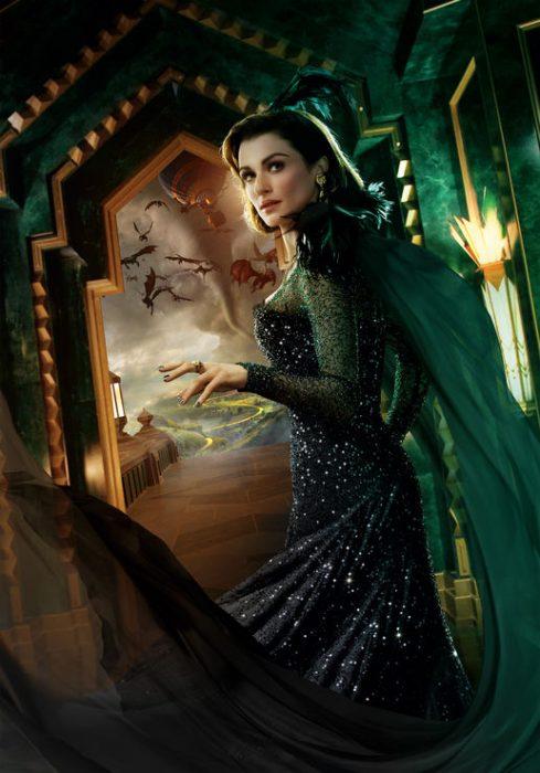 chica usando vestido verde de bruja