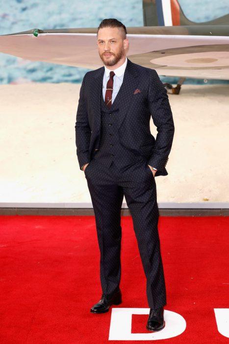 guapos en traje