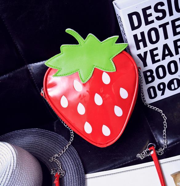 bolso en forma de fresa