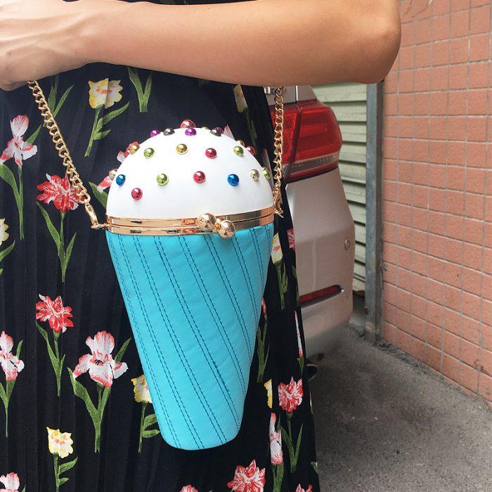 bolso en forma de cono