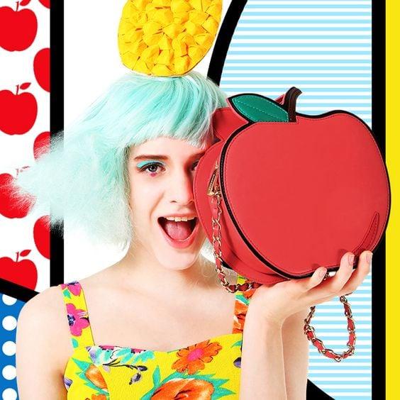 bolso en forma de manzana