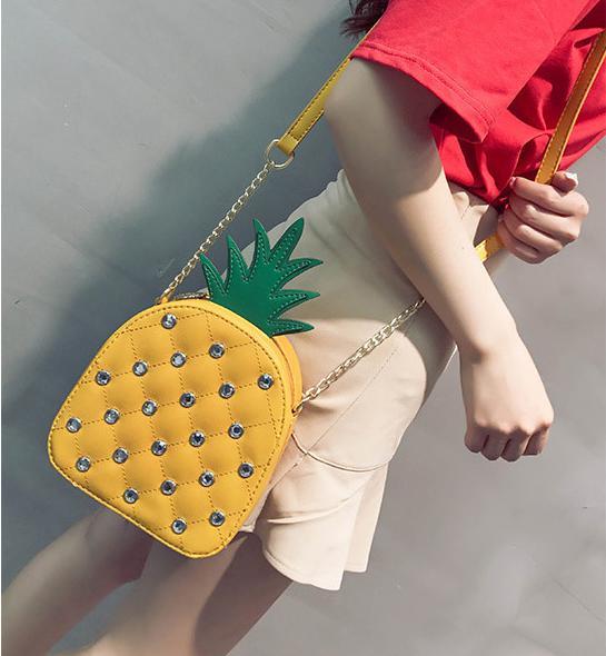 bolso en forma de piña